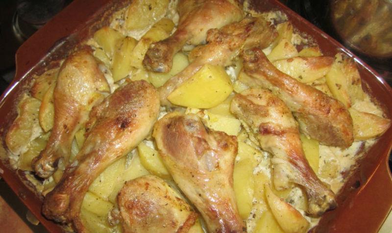 Курица с картошкой в духовке: очень вкусный рецепт