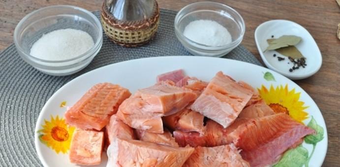 Как быстро и вкусно посолить горбушу – простые рецепты в домашних условиях