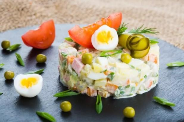 Салат Оливье c курицей: 5 классических простых рецептов